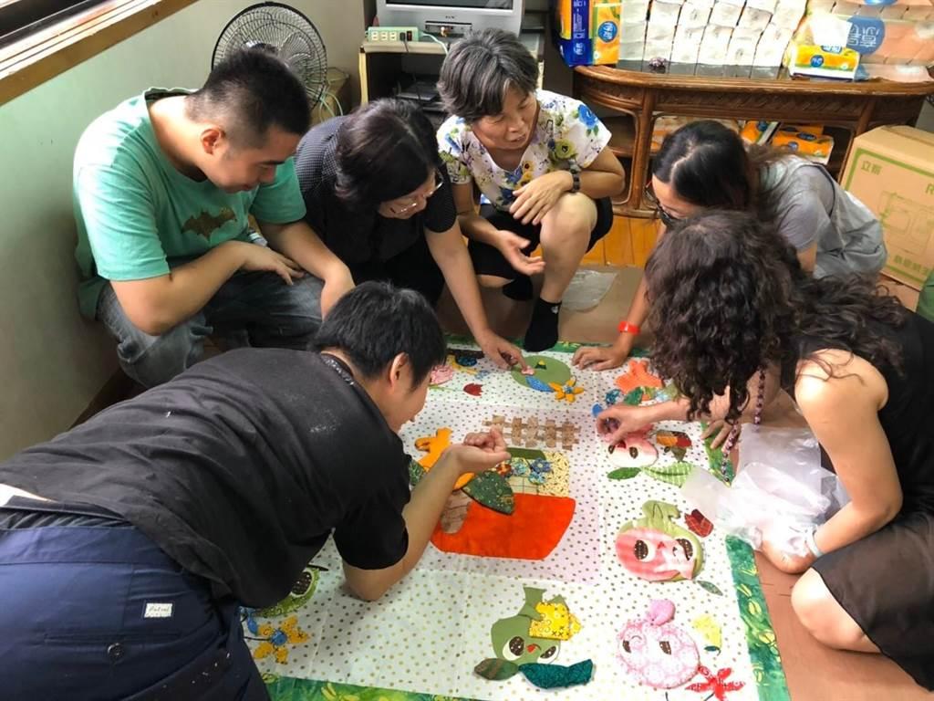 2019 台灣拼布藝術節-在台中-讓愛飛揚分享愛-樂踩街。(台中市政府教育局提供/陳世宗台中傳真)