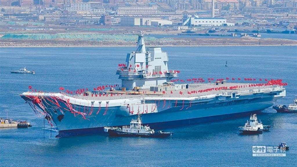 台灣大選敏感時大陸自製航母艦試航繞台,已獲國防部證實。(本報系資料照)