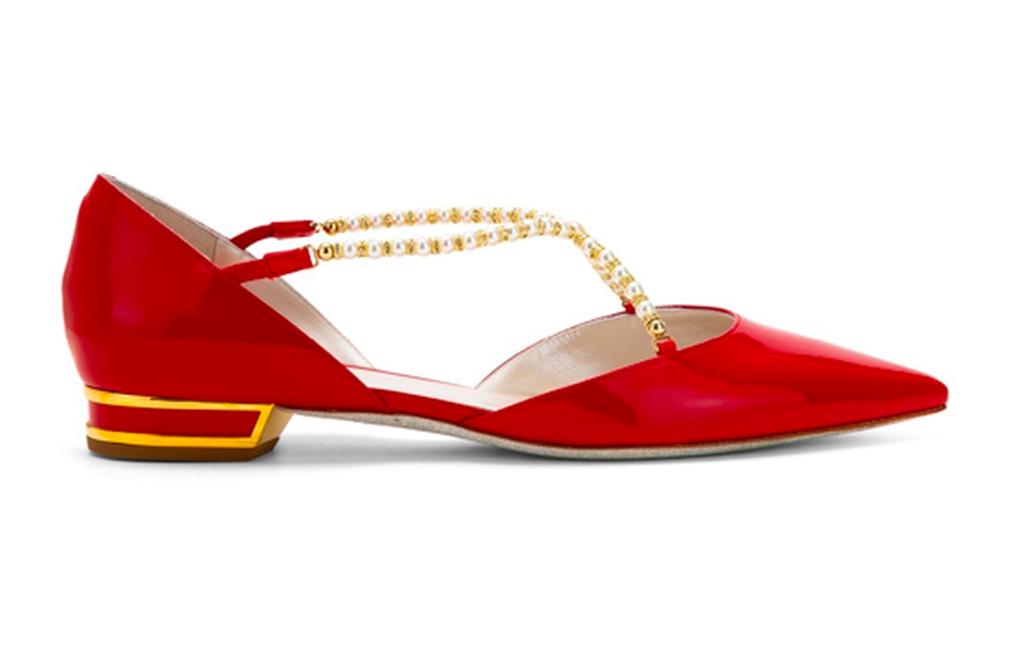 林志玲彩排時穿義大利精品鞋履品牌RENE CAOVILLA的珍珠紅鞋。(翻攝自官網)
