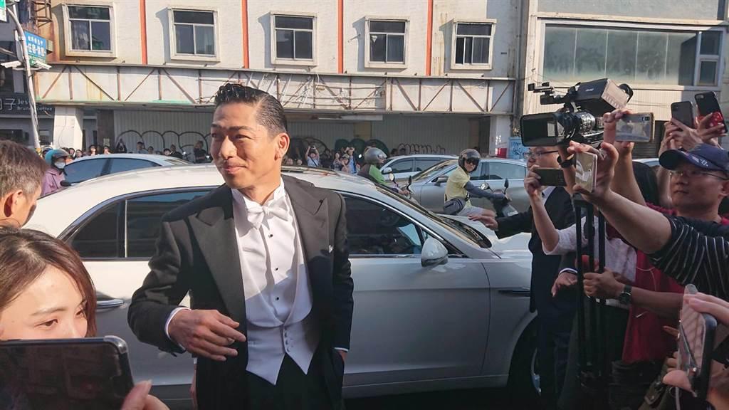 林志玲結婚夫婿Akira現身婚禮現場引民眾驚呼。(程炳璋攝)