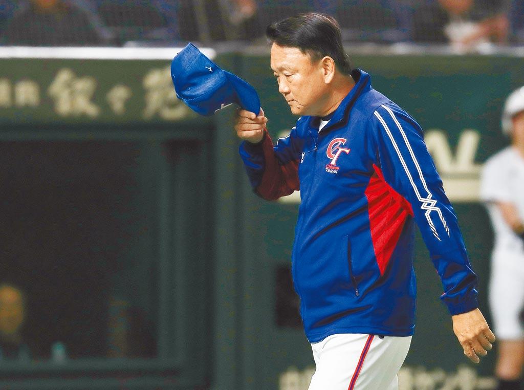 中華隊昨以5比1擊敗澳洲,拿下12強賽第5名,總教練洪一中表示,無法打進4強有負國人期待,回台後將請辭總教練盼由別人接棒。(中央社)