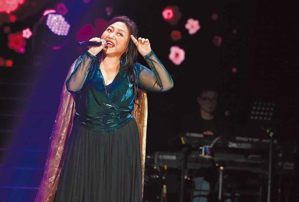 鄭怡出道40年昨首度舉辦大型演唱會。(粘耿豪攝)