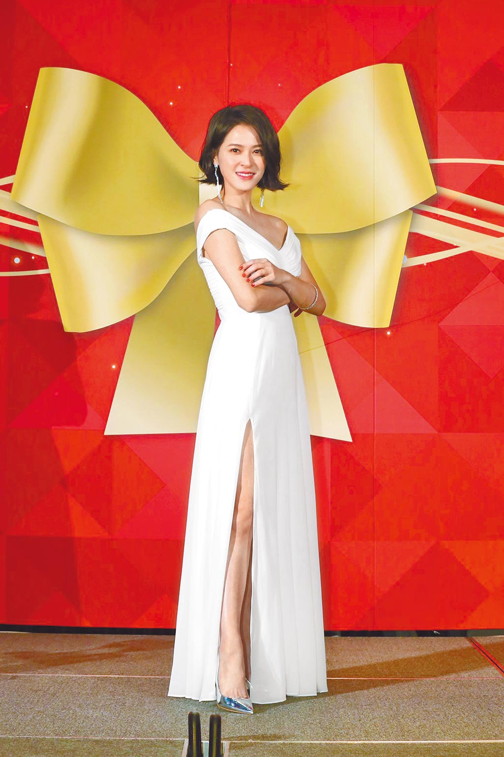 蘇晏霈昨出席代言活動,小露香肩、美腿微性感。(冠軍團隊提供)
