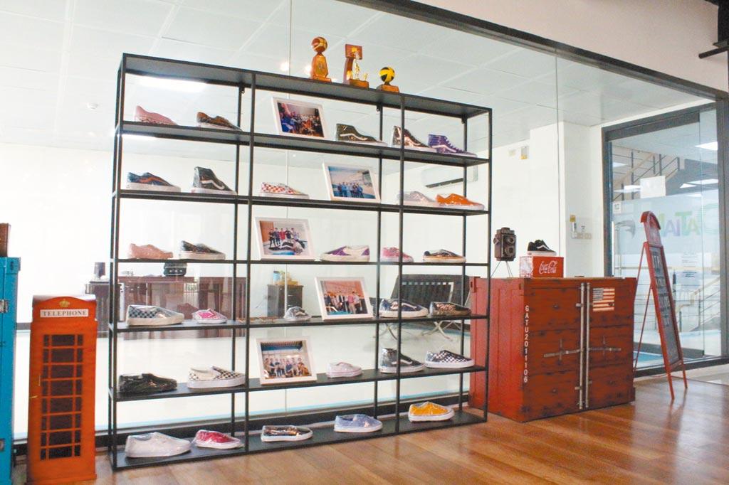 大田製鞋代理知名美國品牌鞋款。(記者李澍攝)
