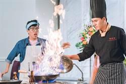 王傳一演廚師炒鍋起火 弄假成真被燙傷!