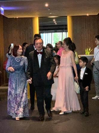 林志玲父母、哥嫂、小花童 蘇菲雅婚紗量身訂製禮服