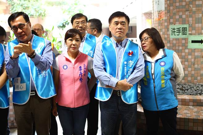 國民黨副主席郝龍斌(右二)17日出席立委李彥秀競選總部成立大會。(張立勳攝)