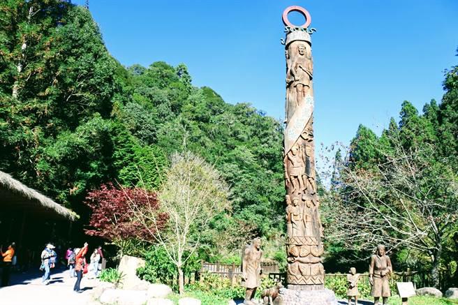 佔地40公頃的杉林溪森林生態渡假園區,除有自然生態,也有原住民圖騰。