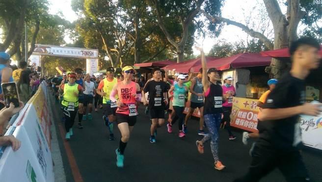 「雲林咖啡半程馬拉松」吸引近3000人參賽。(張朝欣攝)