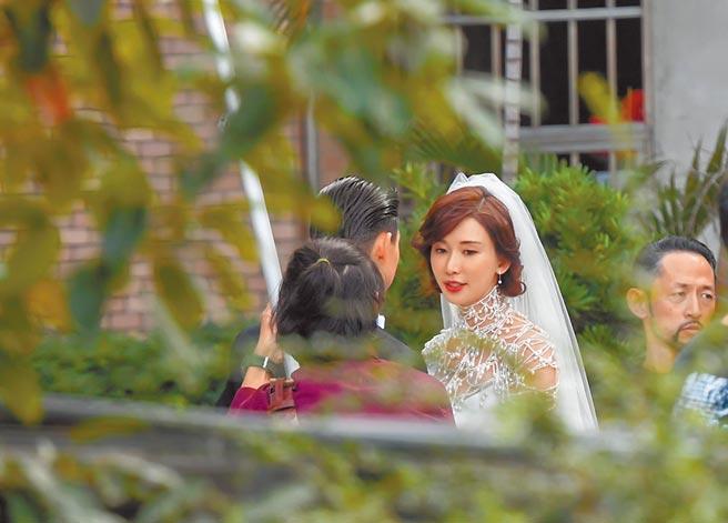 林志玲頭戴白紗,模樣幸福洋溢。(盧禕祺攝)