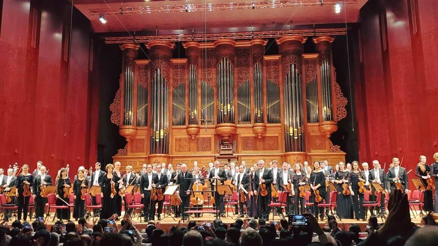 被英國《留聲機》雜誌評選為全球十大交響樂團之首的荷蘭阿姆斯特丹皇家大會堂管弦樂團,睽違四年再度來台,連3日在台北、台中演出,獲得觀眾滿堂采。(國家兩廳院提供/李欣恬台北傳真)