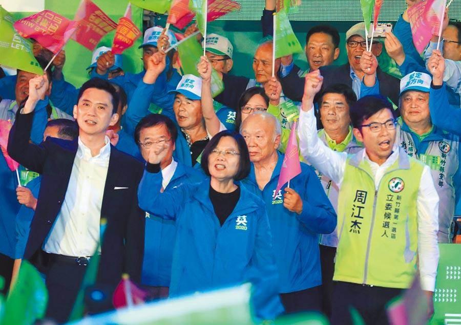 蔡英文總統(中)15日參加新竹縣聯合競選總部成立大會。(本報資料照片)