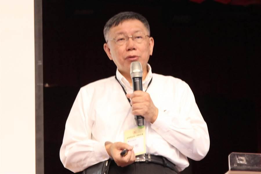 民進黨總統副總統「蔡賴配」正式上場,台北市長柯文哲表示,選戰策略走安全的路線。(陳淑芬攝)