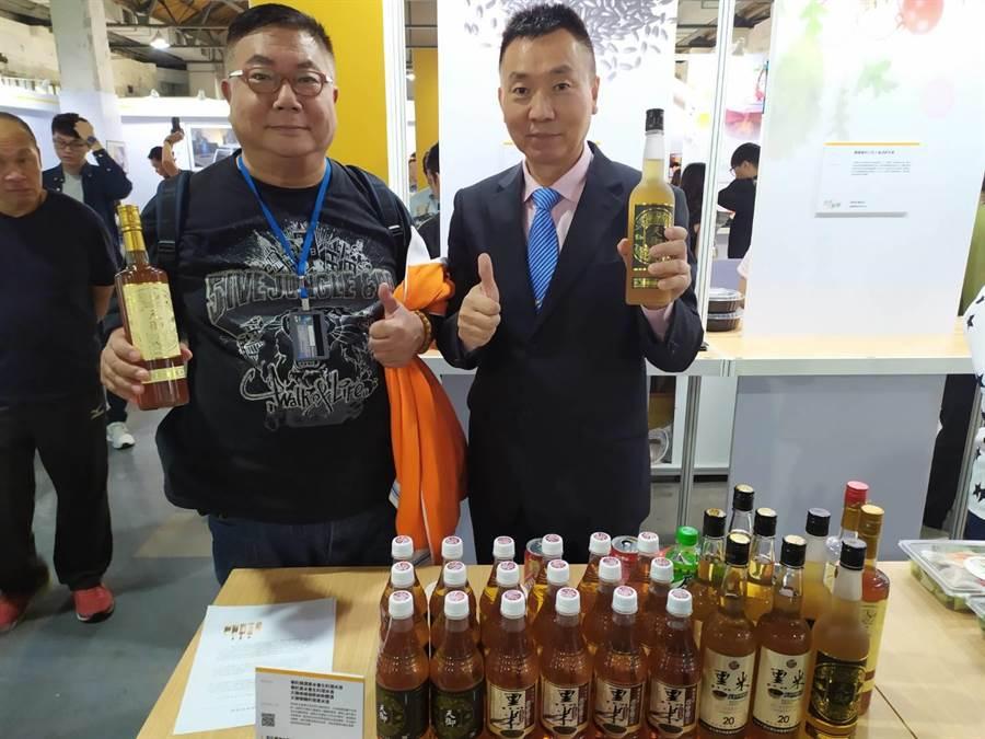 華陀酒業攜手大葉大學研發含花青素黑米酒,周末在華山創意產業園區參展。(大葉大學提供/謝瓊雲彰化傳真)