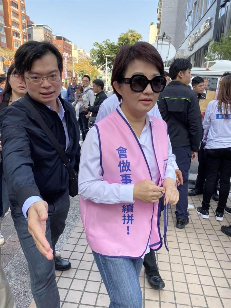 蔣萬安競選總部成立,藍營大咖站台助選,台中市長盧秀燕也親自到場。(游念育攝)