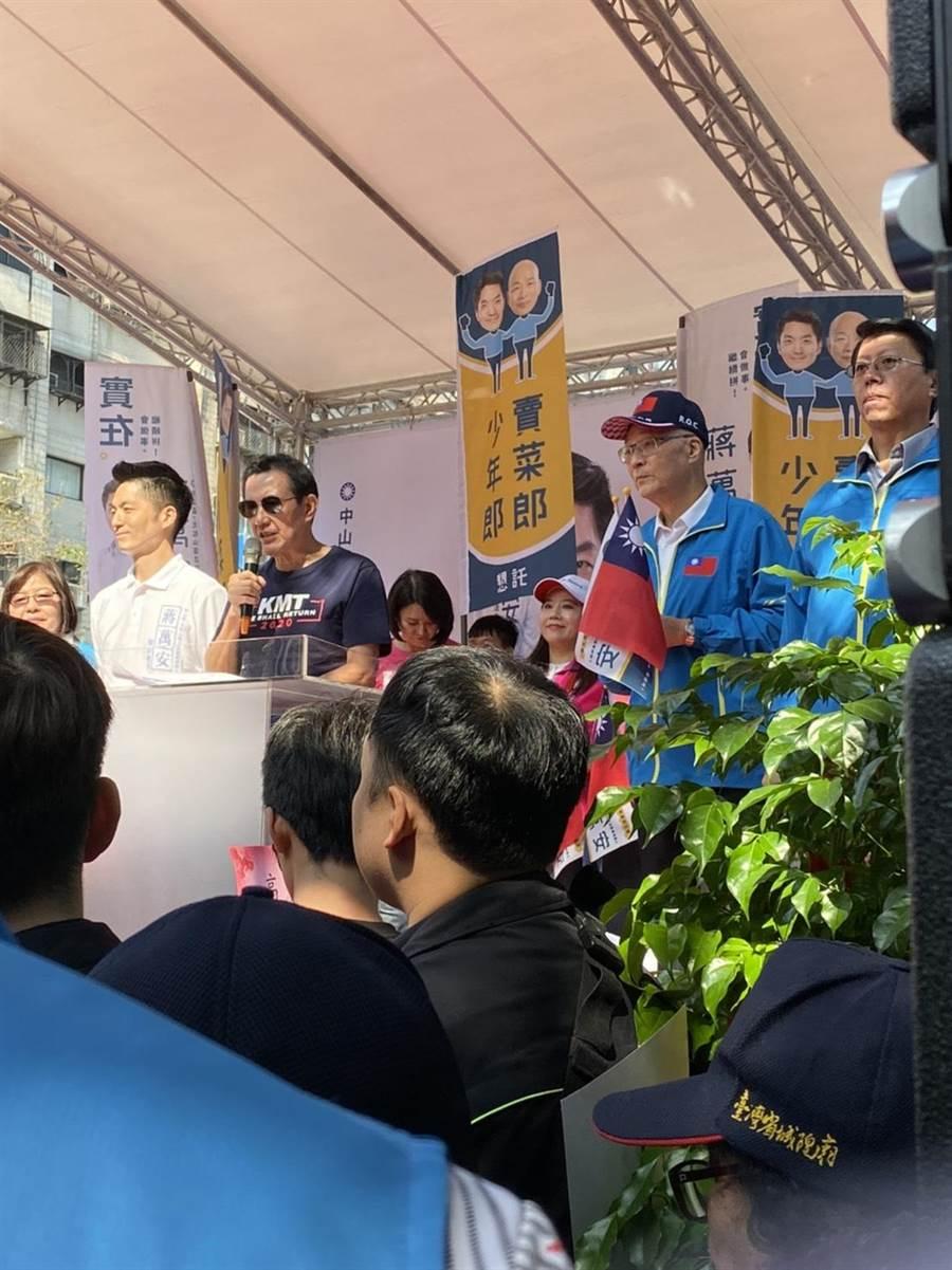 蔣萬安競選總部成立,藍營大咖站台助選包含現任的黨主席吳敦義、前總統馬英九等人都親自到場,全場氣勢高昂。(游念育)