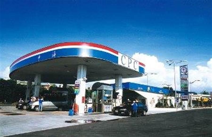 油價連二漲,中油宣布自明(18)日凌晨零時起各式汽、柴油價格每公升各調漲0.2元。(中油提供,王莫昀台北傳真)
