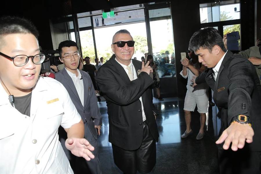 洪偉明現身林志玲與AKIRA住宿的晶英酒店。(盧禕祺攝)