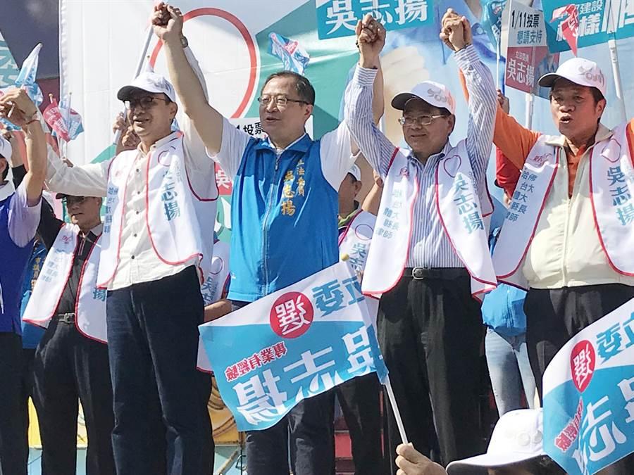立法委員吳志揚大園服務處17日成立,前新北市長朱立倫站台力挺。(楊宗灝攝)