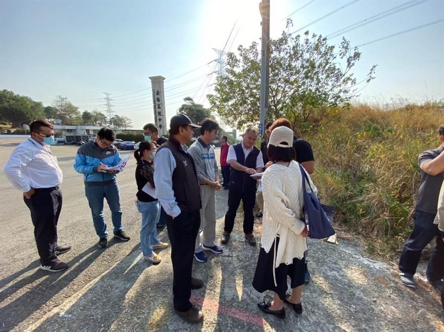 相關單位盤點鰲峰山公園周邊土地,將在嘉陽高中對面的公有土地規劃停車空間。(張清照服務處提供/王文吉台中傳真)