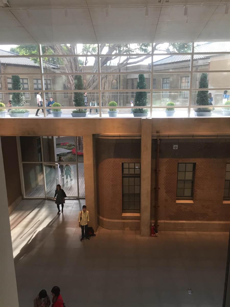 南美館1館採新舊交融建築工法,保留傳統廳舍之美,也引進新穎建築特色。(曹婷婷攝)