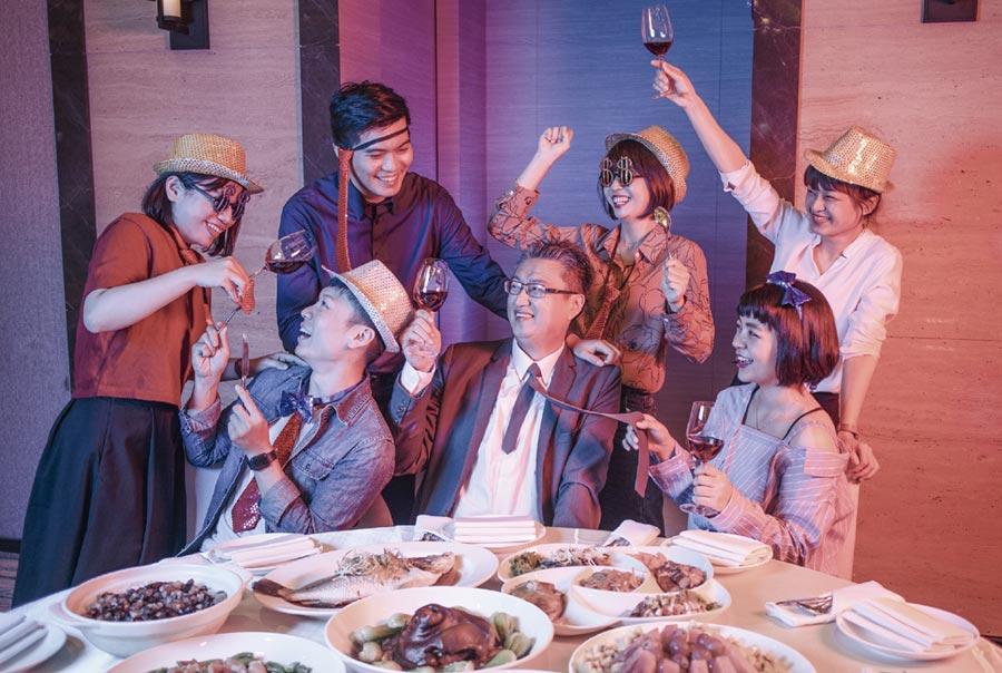 台南大員皇冠假日酒店「豐收喜迎金鼠年」尾牙春酒中西式方案,可滿足各大小企業尾牙春酒需求。圖/業者提供
