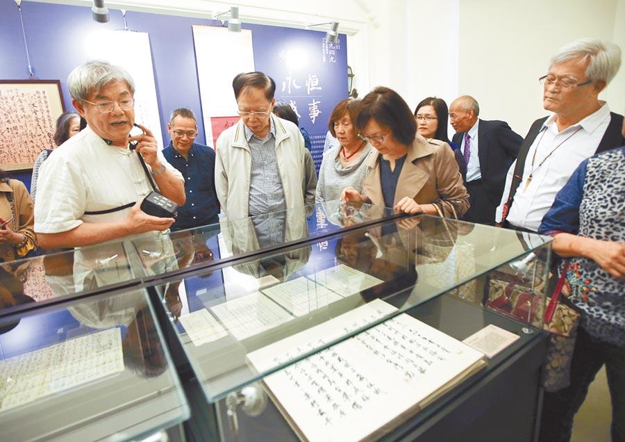 台北市中山堂16日舉辦「回到1949 中華民國渡海70周年紀念文物展」,首次公開1949年代重要人物到市井小民的信札。(趙雙傑攝)