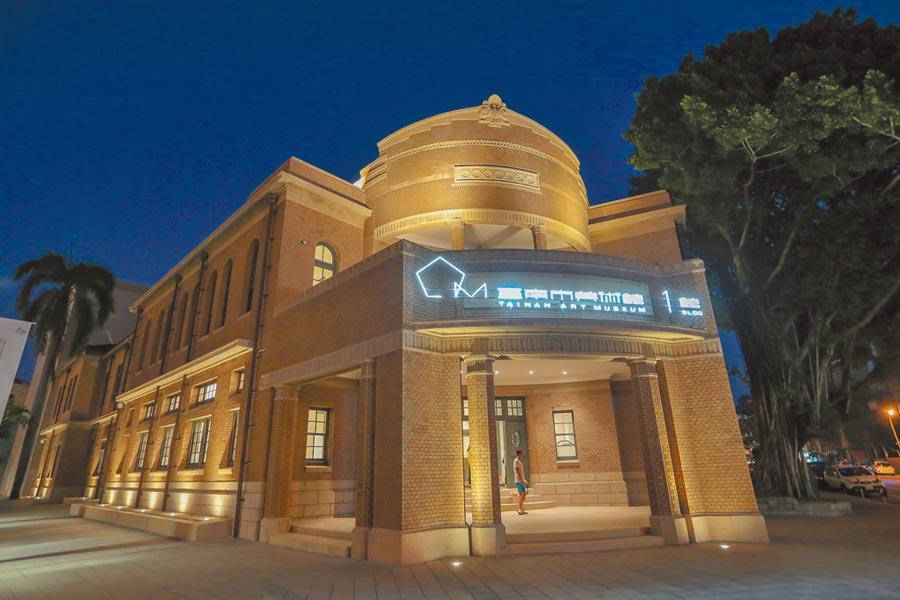 台南市美術館1館開首例,夜晚搖身一變為喜宴場所。(盧禕祺攝)
