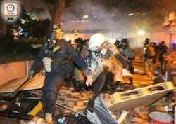 防暴警察清晨突擊 拘捕理大外多名示威者