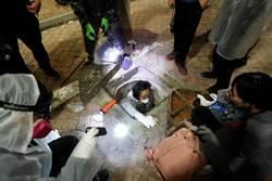 圖輯》上天下地!港示威者3招衝破警圍攻
