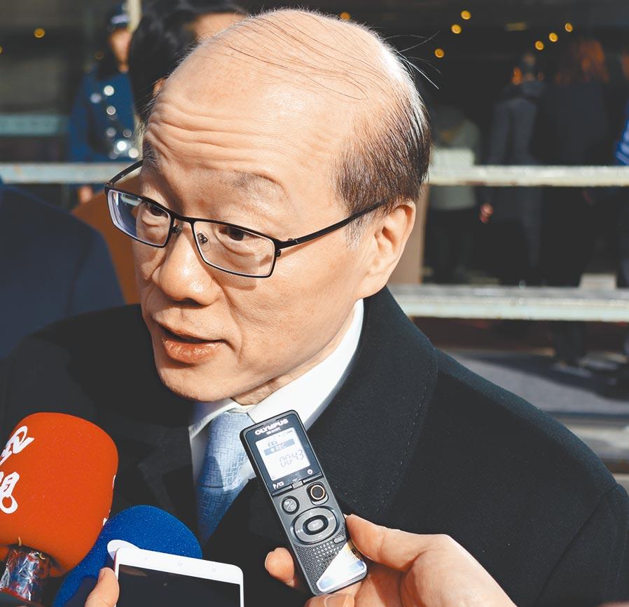 大陸國台辦主任劉結一18日在北京回應媒體表示,台灣民眾回家天經地;對於陸委會指未拒絕延長加班機一事,他回答指「希望說到做到」。(藍孝威攝)
