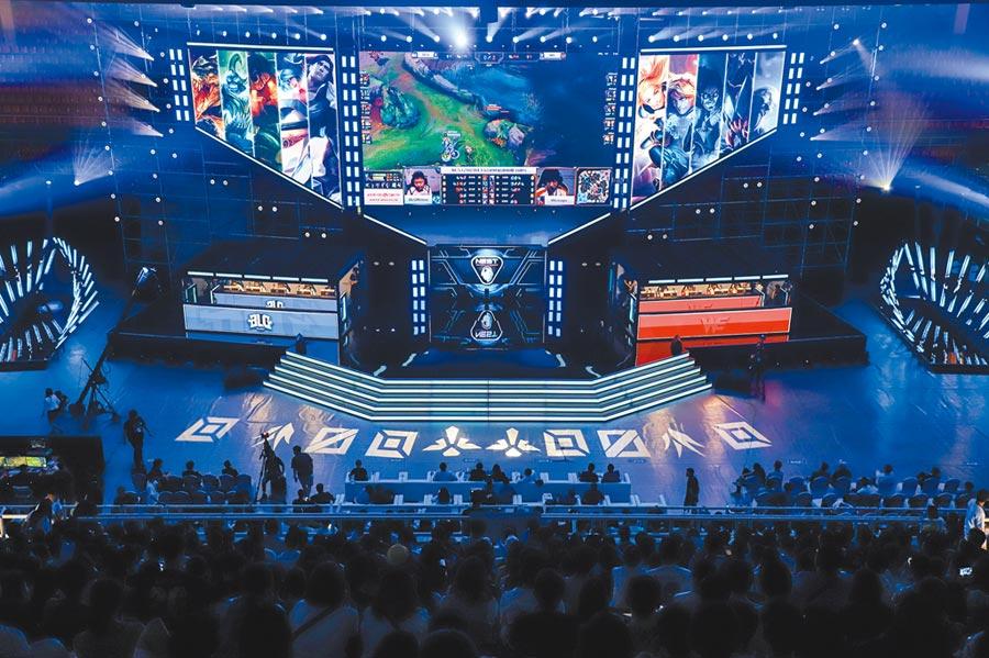 在貴陽舉行的2019nest全國電子競技大賽(英雄聯盟)夏季總決賽現場。(中新社資料照片)