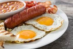 早餐不用吃清淡!專家破迷思「熱量應與晚餐相當」