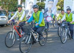 賴清德陪同立委參選人周江杰騎自行車登記