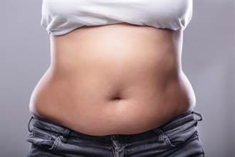 甩不掉大肚腩?小腹凸出是身體這地方出問題