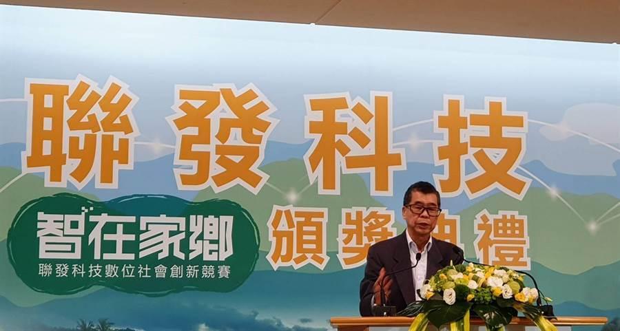 聯發科董事長蔡明介今日親自出席《第二屆智在家鄉數位社會創新競賽》頒獎典禮暨記者會。(王逸芯攝)