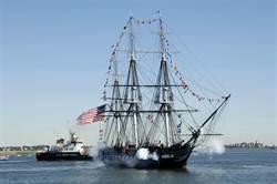 美國風帆軍艦憲法號 為陸戰隊開砲慶生