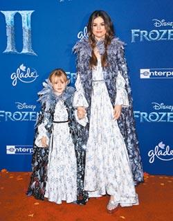 冰雪吹向時尚圈 賽琳娜曬姊妹情深