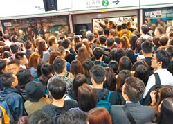 香港復課首日 示威仍不斷上演