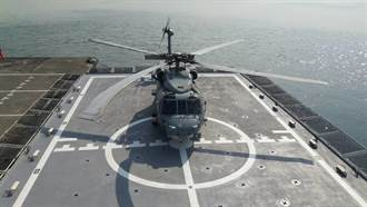 海軍海巡機艦成功組合 S-70C反潛直升機首落高雄艦