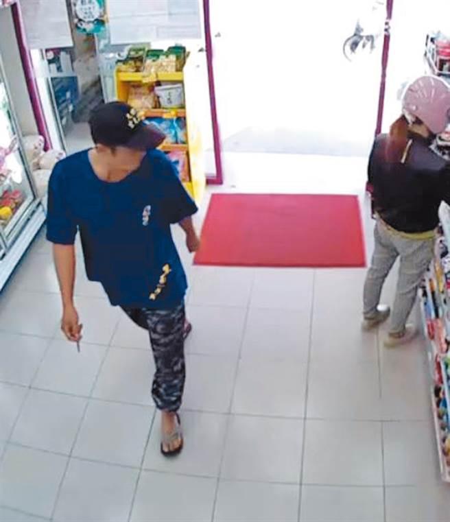 頭戴繡有「玄天上帝」字樣的張姓男子在嘉義縣鹿草鄉一家連鎖超市行竊11次,幾乎鎖定偷澳洲牛肉。(翻攝照片/張毓翎嘉義傳真)