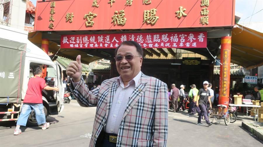 81歲老裁縫師石大錦今年中曾為參與黨內初選的賴清德量身訂製一套西裝。(謝瓊雲攝)