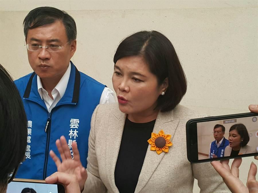 雲林縣長張麗善21日說明農委會的花生收購行動僅限特殊品項且限量700公噸,令她傻眼。(周麗蘭攝)
