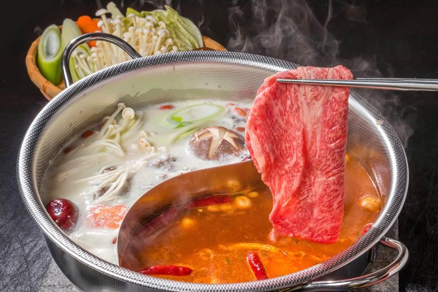 專家建議,火鍋湯底要少喝。(達志影像)