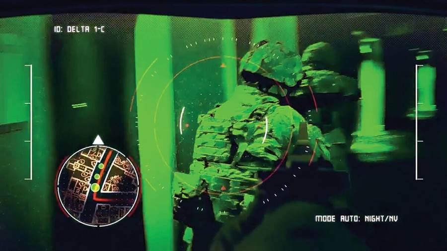 從戰術眼鏡看到各種資訊,能夠有夜視模式,也有戰術小地圖。(圖/美國陸軍)