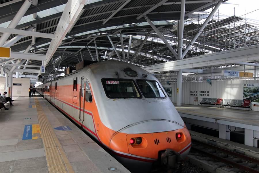 台鐵自強號自12月10日起每日恢復北上、南下各1班停靠潭子站。(王文吉攝)