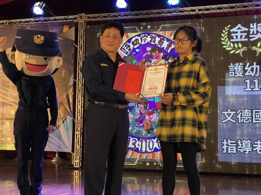 第8屆新北市「婦幼安全創意比賽」今天舉行頒獎典禮。(新北市警局提供/王揚傑新北傳真)