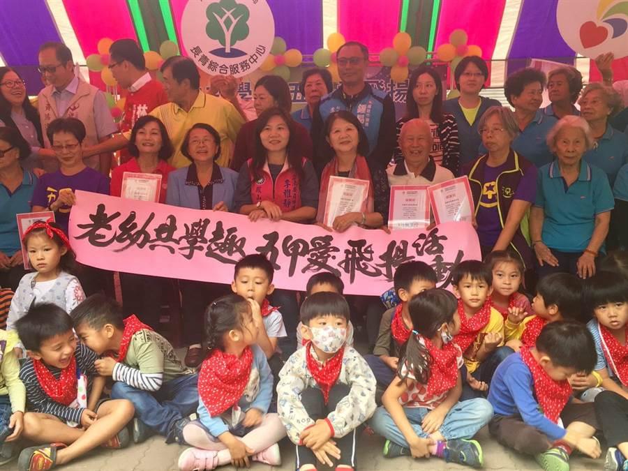 老幼共學趣社區,五甲老人活動中心開課了。(林雅惠攝)