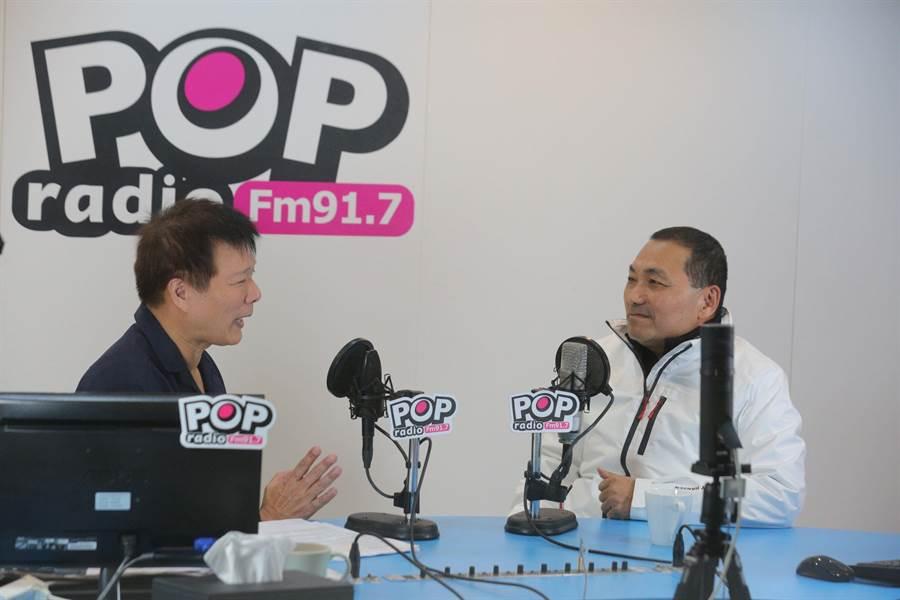 新北市長侯友宜21日接受廣播節目主持人蔡詩萍的訪問。(許哲瑗攝)