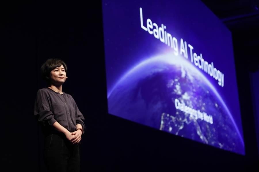 LINE 技術長朴懿彬於 LINE DEVELOPER DAY 2019 中強調 AI 技術發展在 LINE 平台中的重要性。(LINE提供/黃慧雯台北傳真)